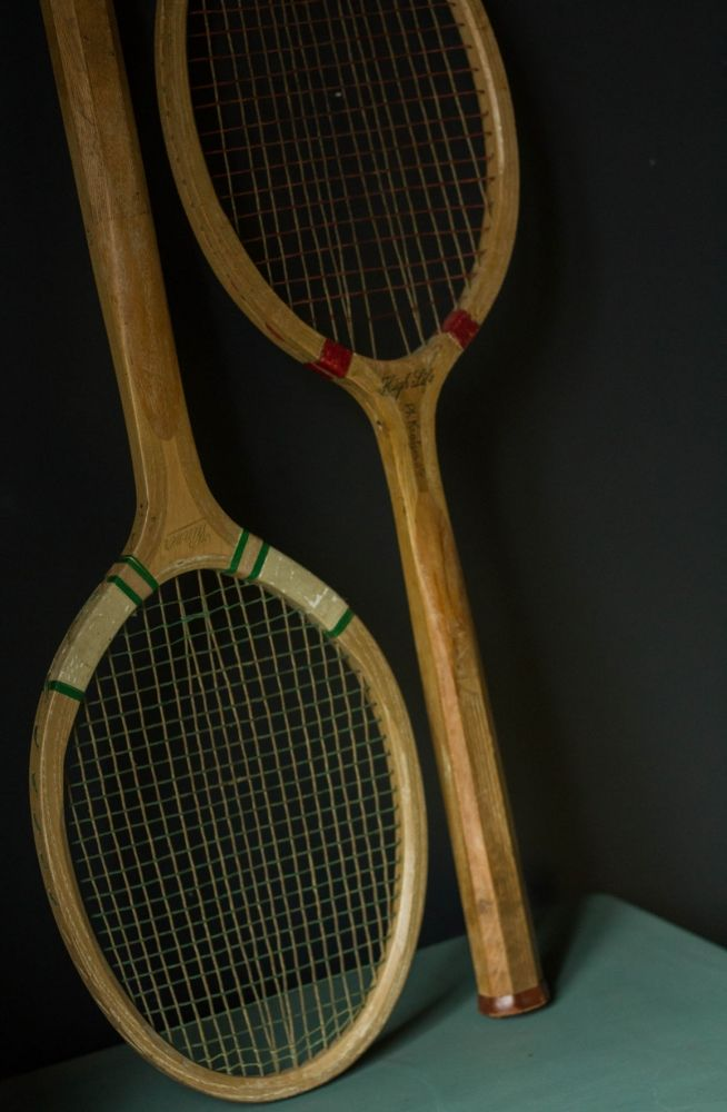 raquettes de tennis vintage en bois cuivre d tails vintage ethniques et graphiques. Black Bedroom Furniture Sets. Home Design Ideas